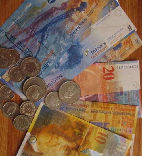 Przeciętny właściciel kredytu CHF traci rocznie ponad 11 tys. zł