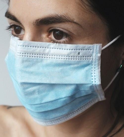 Maseczka ochronna a alergia i trądzik