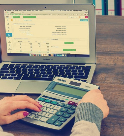 Na horyzoncie pierwsze podwyżki rat kredytów. Co zrobić, gdy pojawią się problemy ze spłatą?